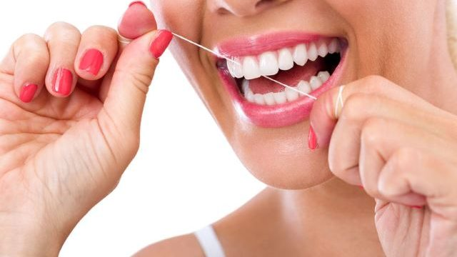 filo interdentale cos'è e a cosa serve - DentistiMaglie COM
